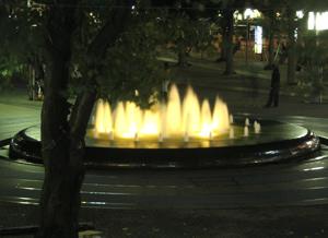 060918_night_fountain.jpg