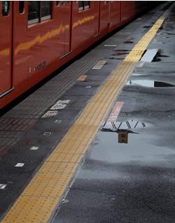 061120_rainy_station.jpg