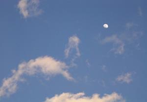 080216_daytime_moon.jpg