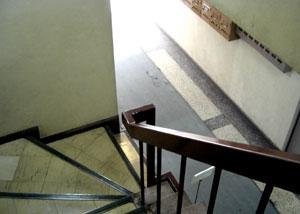 080522_old_stairs.jpg