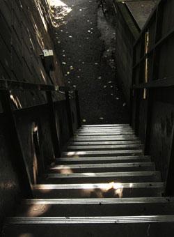 080610_stairs_b.jpg