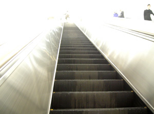 090327_escalator.jpg