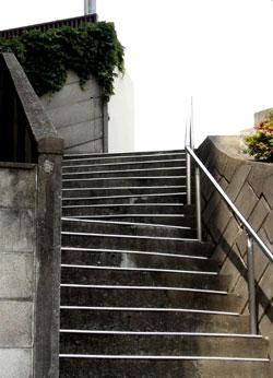 090610_stairs_a.jpg