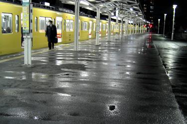 100211_rainy_station.jpg
