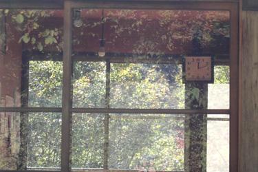 111024_window.jpg