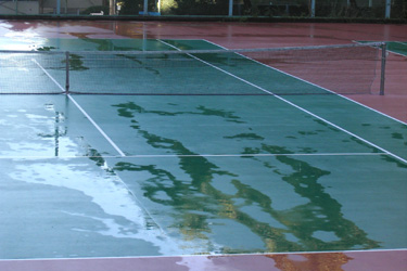 121024_rainy_tennis_court.jpg